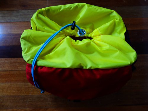 topo-mountain-pack-closed
